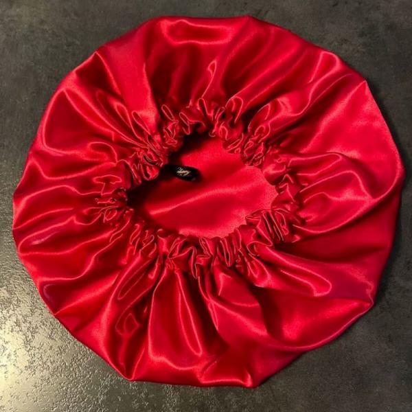 bonnet en satin de nuit rouge kalavy