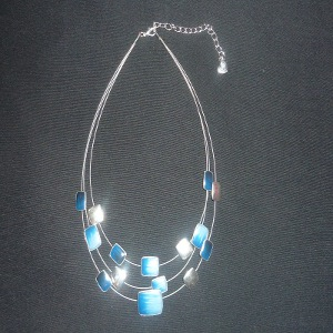 Collier rectangle bleu